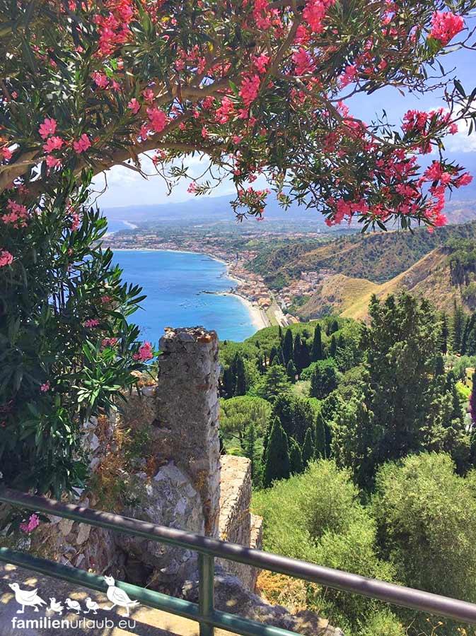 Sizilien Blumen Meerblick